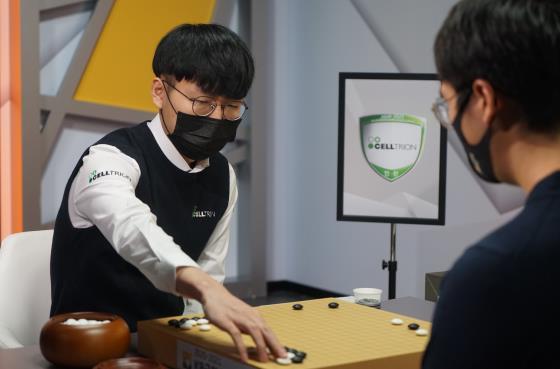 박정환, 상반기에만 9억 넘는 수입 올려